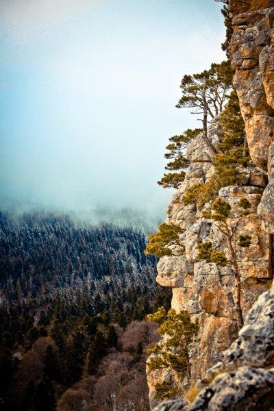 Скалы и облако